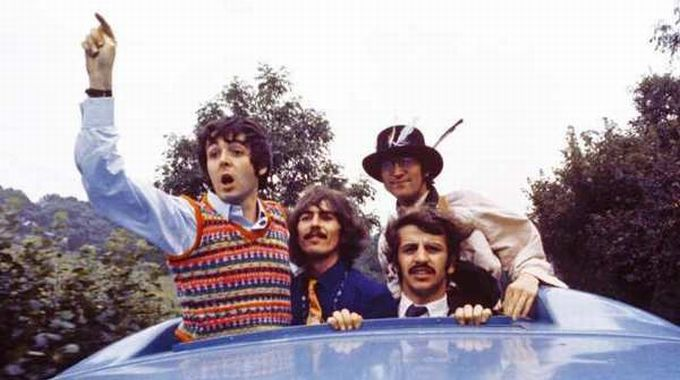 The Beatles in Magical Mystery Tour (foto del 1967)